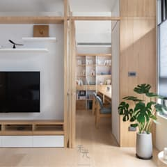 Sliding doors by 禾光室內裝修設計 ─ Her Guang Design, Asian