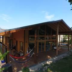 THULE Blockhaus GmbH - Ihr Fertigbausatz für ein Holzhaus의  목조 주택, 북유럽 우드 우드 그레인