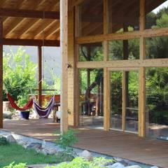 Terrazas de estilo  por THULE Blockhaus GmbH - Ihr Fertigbausatz für ein Holzhaus, Escandinavo Madera Acabado en madera