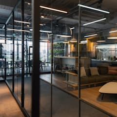 Industrial style offices & stores by 昕益有限公司 Industrial