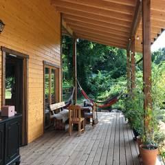 Scandinavische balkons, veranda's en terrassen van THULE Blockhaus GmbH - Ihr Fertigbausatz für ein Holzhaus Scandinavisch Hout Hout