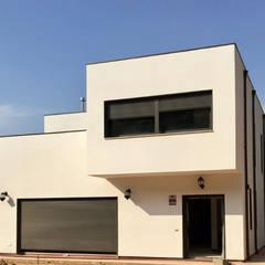 Prefabricated Home by Coste Casa Viviendas Prefabricadas, Minimalist Concrete