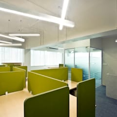 Offices & stores by Dhruva Samal & Associates, Minimalist