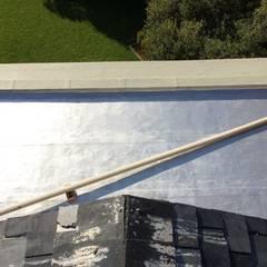 Telhados planos  por Speciality Waterproof & Roof , Clássico Concreto