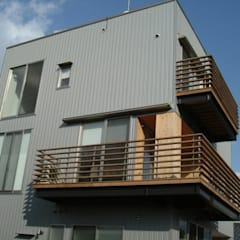 リバーサイドハウス: 岩泉建築設計スタジオが手掛けた一戸建て住宅です。,オリジナル 鉄/鋼