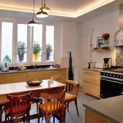 Built-in kitchens by Créateurs d'Interieur, Eclectic