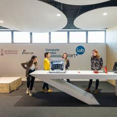 Sala Smart·Lab : Edificios de oficinas de estilo  de HULOT arch. studio, Moderno
