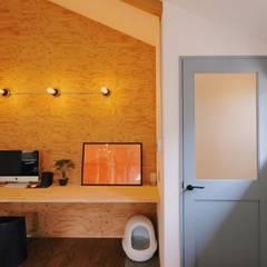 Estudios y oficinas rústicas de ELホーム/KURASU HOUSE Rústico