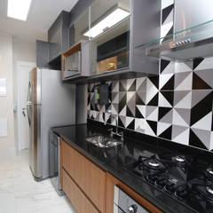 COND. MARIZ por Serra Vaz Arquitetura e Design de Interiores Moderno Derivados de madeira Transparente