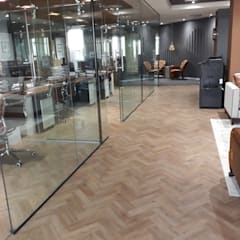 Financial Institution Office Space:  Office buildings by Flooring Projects, Modern Wood-Plastic Composite