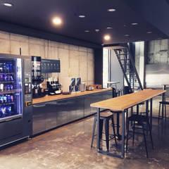 Bares y Clubs de estilo  por The november design group _ 더 노벰버(주), Industrial