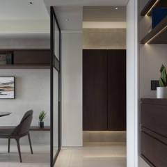 小天地 The little world 現代風玄關、走廊與階梯 根據 泛設計 現代風 木頭 Wood effect