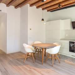 Dining room by Zisko Foto, Mediterranean