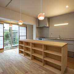 Cocinas de estilo asiático de 光風舎1級建築士事務所 Asiático Madera Acabado en madera