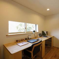 Estudios y despachos de estilo  por 光風舎1級建築士事務所, Asiático Madera Acabado en madera