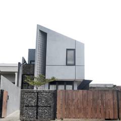 Rumah Cihanjuang: Teras oleh Regi Kusnadi, Minimalis