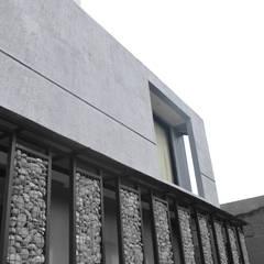 Rumah Cihanjuang: Koridor dan lorong oleh Regi Kusnadi, Minimalis