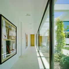 الممر والمدخل تنفيذ Aguilar Arquitectos , بحر أبيض متوسط