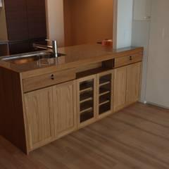 Muebles de cocinas de estilo  por 注文家具屋 フリーハンドイマイ, Ecléctico Madera Acabado en madera