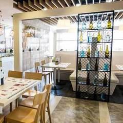 Dining room by Reformas Matraz, Mediterranean Engineered Wood Transparent