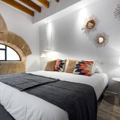 Cambio de uso de local a vivienda, Palma centro: Dormitorios de estilo  de ESTUDI 353 ARQUITECTES SLPU, Industrial