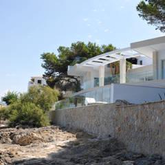 Casas unifamiliares de estilo  por ESTUDI 353 ARQUITECTES SLPU, Mediterráneo Piedra