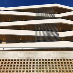 EDIFICIO L | Posadas | Misiones: Casas multifamiliares de estilo  por Estudio Táva,Moderno Ladrillos