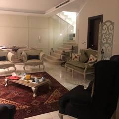 Salon classique par lifestyle_interiordesign Classique