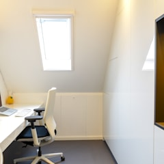 van zolder tot kantoor:  Kantoor- & winkelruimten door Peggy Franssen Interieurontwerp, Modern