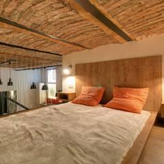 Kleine slaapkamer door Goodroom Harmony, Industrieel Stenen