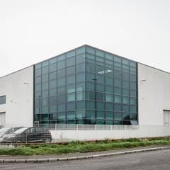 辦公大樓 by Turri Serramenti Srl, 工業風 鋁箔/鋅