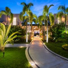 Hoteles de estilo  por Arcencielstudio , Tropical