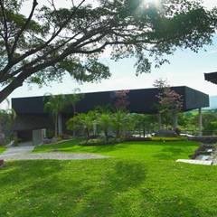 Rock Garden by PETRAM ARQUITECTURA, Minimalist Iron/Steel