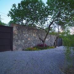 สวนหน้าบ้าน โดย PETRAM ARQUITECTURA, มินิมัล หิน
