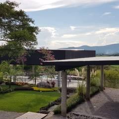 สวนหน้าบ้าน โดย PETRAM ARQUITECTURA, มินิมัล เหล็ก
