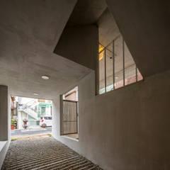 Garajes dobles  de estilo  por 수상건축, Moderno Concreto