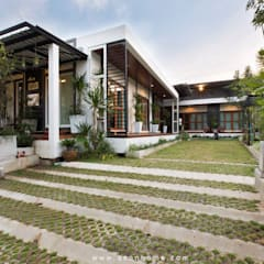 Single family home by Q-Con Home, Tropical