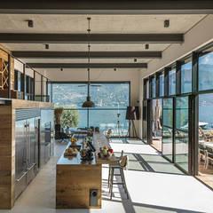 Built-in kitchens by Dario Turani Interior Designer, Industrial Wood Wood effect