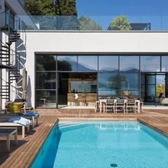 Hồ bơi phong cách công nghiệp bởi Dario Turani Interior Designer Công nghiệp Gỗ Wood effect