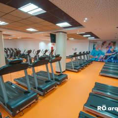 Estadios de estilo moderno de RÖ | ARQUITECTOS Moderno