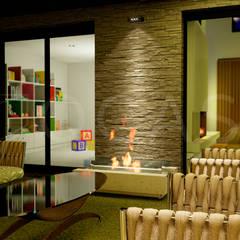 Modern conservatory by QCASA.Madrid. Viviendas industrializadas eficientes de hormigón Modern Concrete