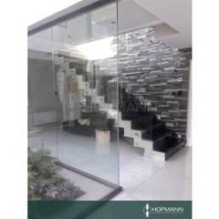 BARANDA DE VIDRIO TEMPLADO EN CAÑUELAS COUNTRY - CÓRDOBA ARGENTINA de HOFMANN - DESARROLLOS EN VIDRIO Y METAL Moderno Vidrio