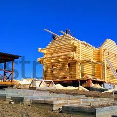 por Строительная компания РЭСТ Clássico Madeira Acabamento em madeira