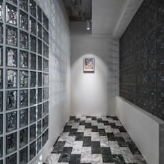 Corredores, halls e escadas asiáticos por 漢玥室內設計 Asiático Mármore