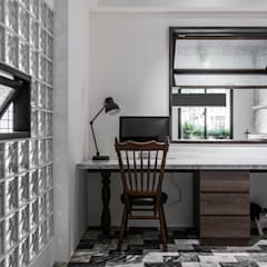 Escritórios asiáticos por 漢玥室內設計 Asiático Madeira Acabamento em madeira