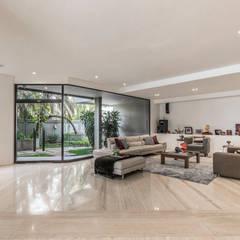 CASA CA: Salas / recibidores de estilo  por Design Group Latinamerica, Moderno