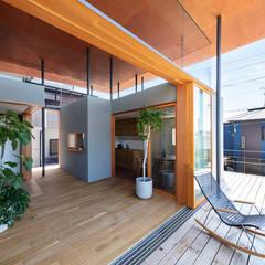 四畳半キューブの家 オリジナルデザインの テラス の HAMADA DESIGN オリジナル 木 木目調