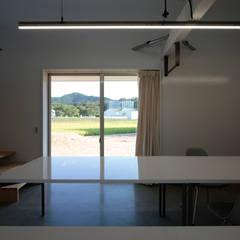 Puertas y ventanas minimalistas de ニュートラル建築設計事務所 Minimalista