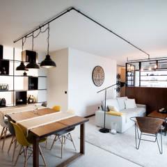 Apartamento EL.P Salas de jantar industriais por IN-PROOV Industrial