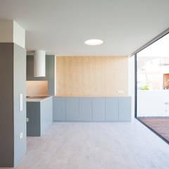 Casa JL Salas de jantar minimalistas por IN-PROOV Minimalista